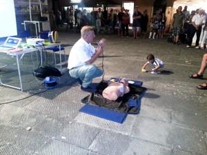 2013-08-04o-calcipiconferenza-sul-defibrillatore-automatico-tenuta-dal-dr-maurizio-cecchini-in-occasione-della-festa-di-s-ermolao-300x225