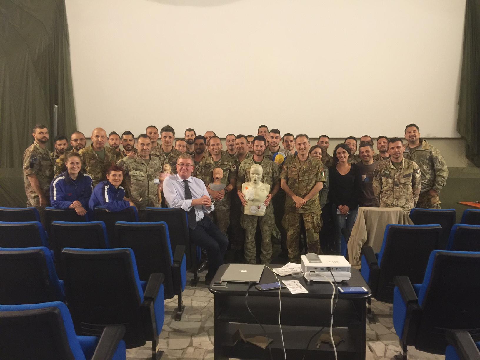 Una simpatica foto dei militari con il nostro amico Ugo....