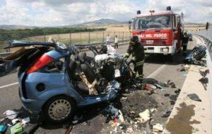 incidente_stradale_mortale_auto_distrutta