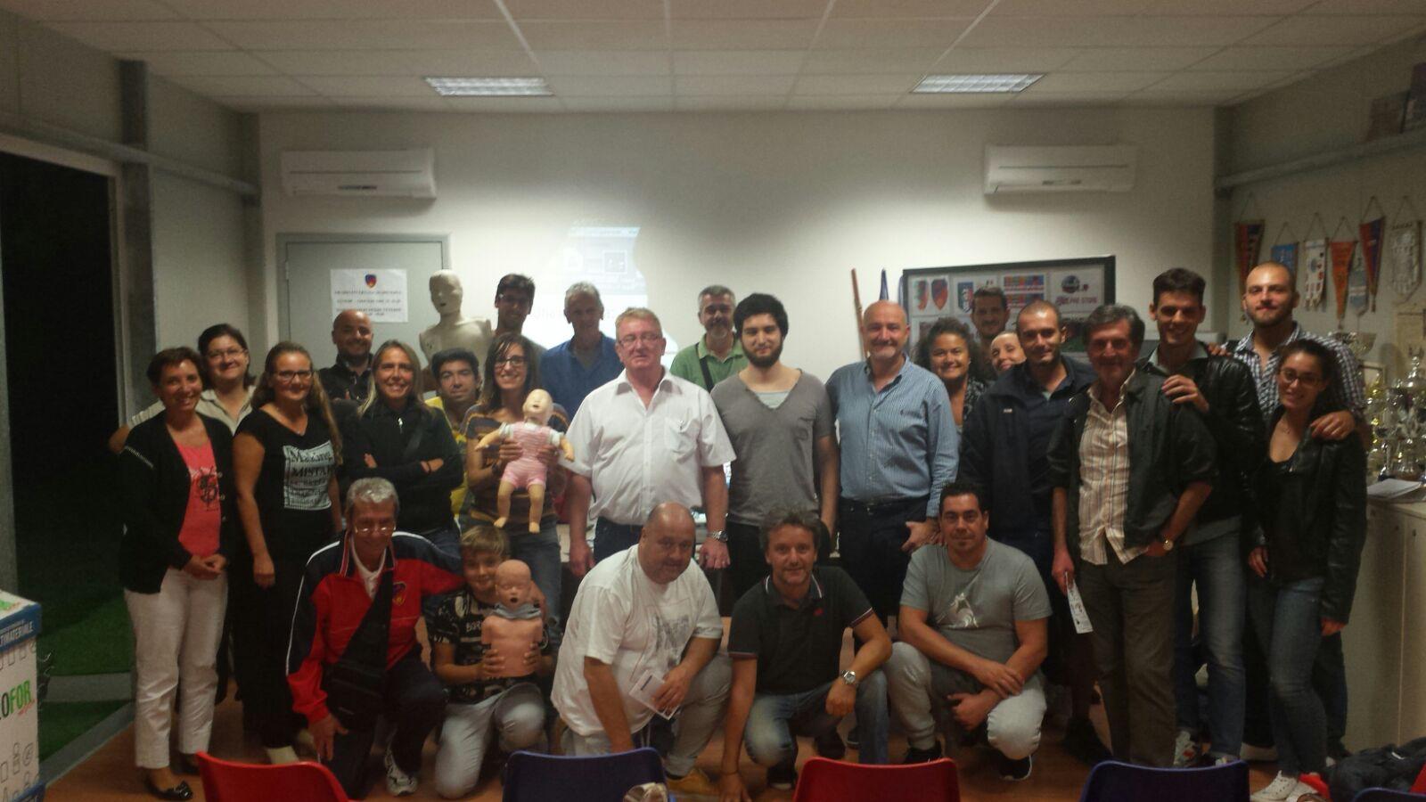 la consueta foto di fine corso, con gli amici dell' ASD SAN FREDIANO CALCIO